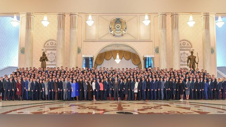 Мемлекет басшысы Президенттік жастар кадр резервінің мүшелерімен кездесті