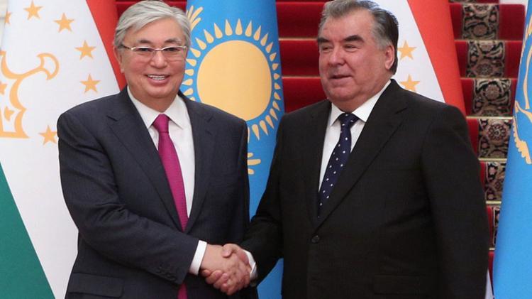 Президент поздравил таджикского коллегу с победой на выборах
