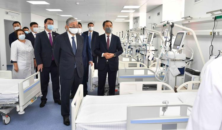 Мемлекет басшысы И. Жекенова атындағы қалалық клиникалық жұқпалы аурулар ауруханасына барды