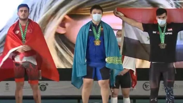Казахстанский штангист Рахат Бекболат стал чемпионом мира по тяжелой атлетике
