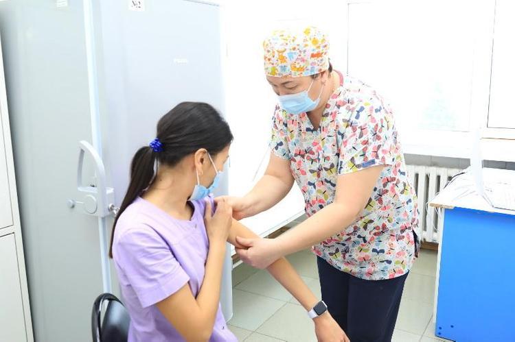 Более 644 тысяч казахстанцев вакцинировались от COVID-19