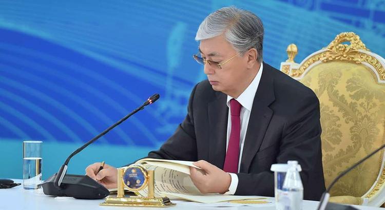 Президент подписал закон, запрещающий продажу земли иностранцам
