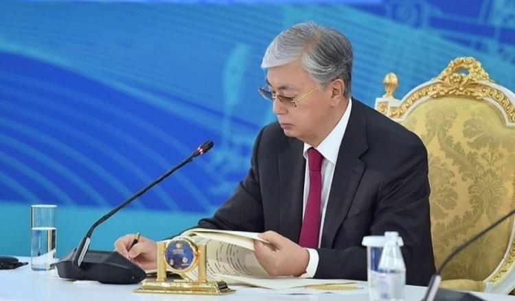 Президент ҚР адам құқықтары саласындағы одан әрі шаралары туралы Жарлыққа қол қойды