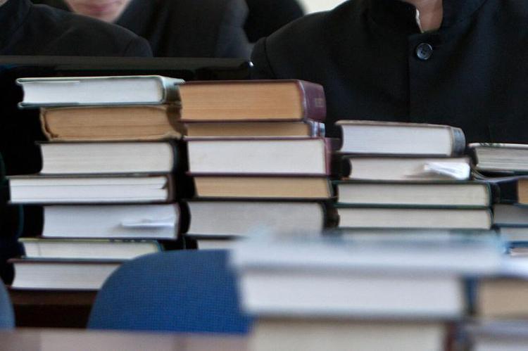 Специалисты по разработке и экспертизе учебников пройдут курсы повышения квалификации
